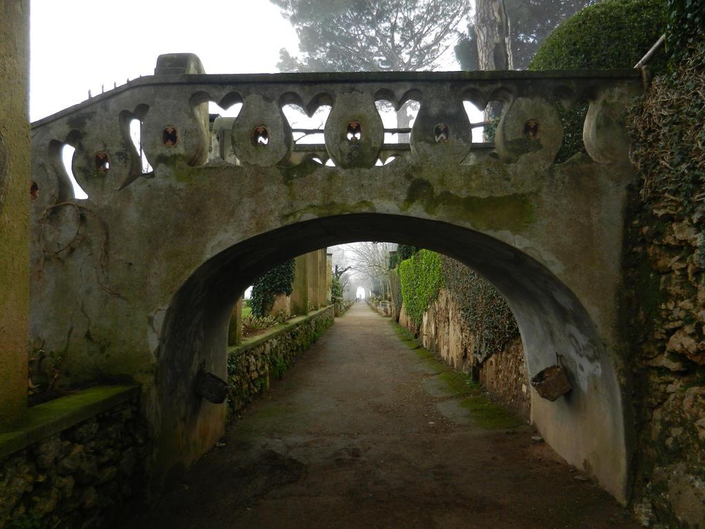 Bridge over the manor garden by Landskapers