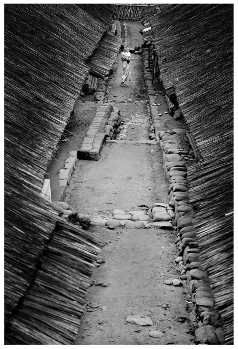 http://fc01.deviantart.com/fs39/f/2008/357/0/1/Indonesian_Village_Woman_by_putrabangsa.jpg