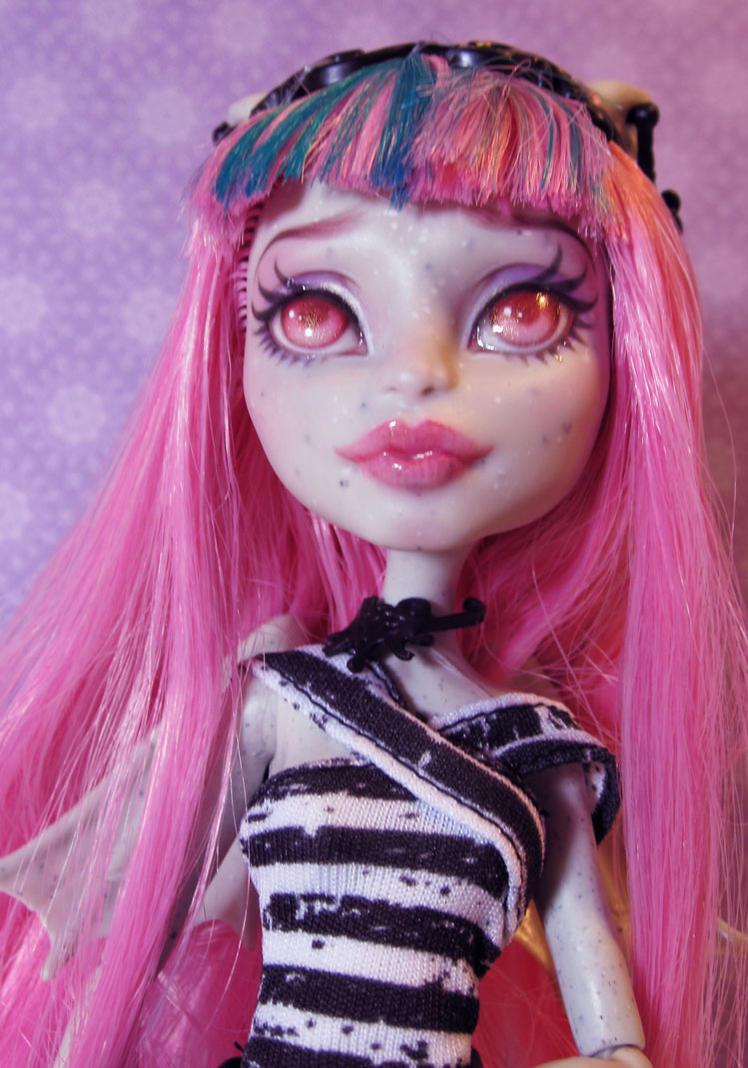 MH Custom - Rochelle Goyle by periwinkleimp