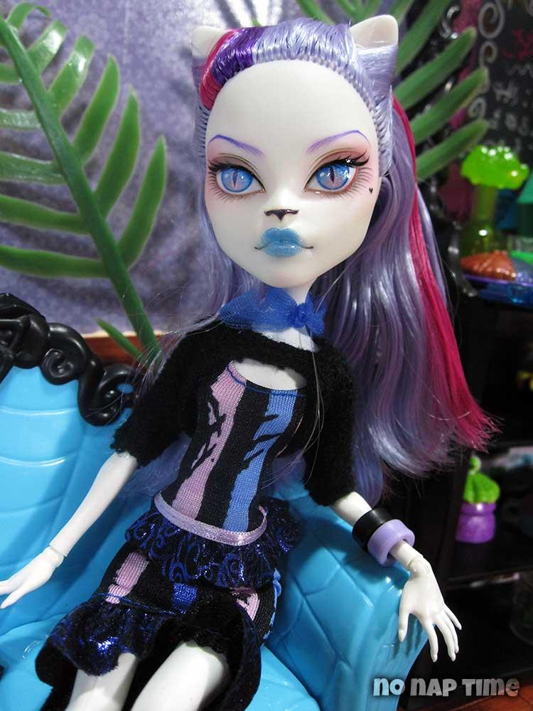 MH Custom - Sumire by periwinkleimp