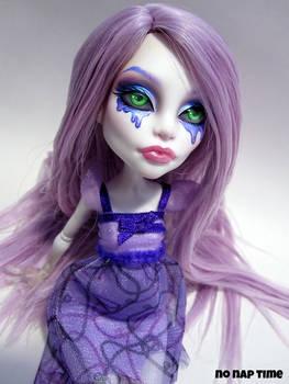 MH Custom - Aislin