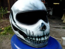 airbrush skull 2 by BYiRD