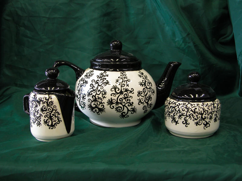 Squiggle Tea Set by KatarniaHolbart