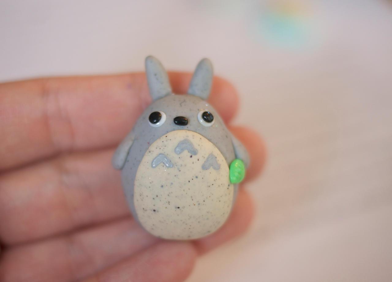 Totoro Magnet by ChloeeeeLynnee97