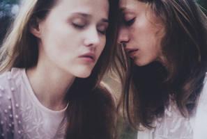 Whispers. by laura-makabresku
