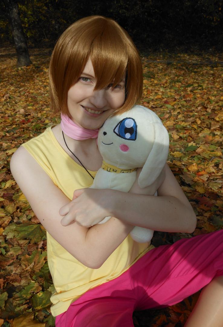 Hikari hugging Plotmon [Digimon Adventure Cosplay] by Hikamaus