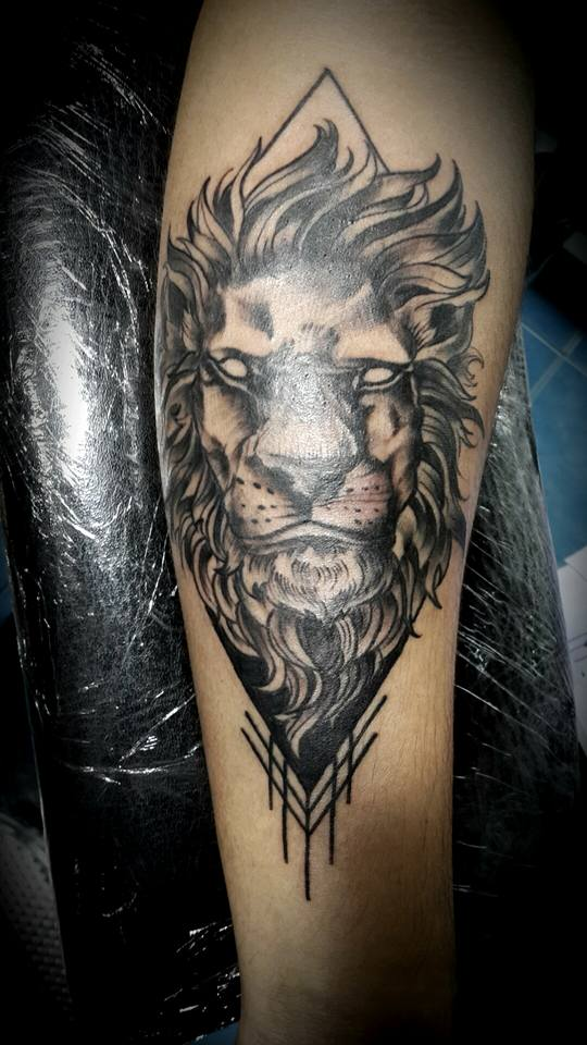 9a72401dd9535 lion tattoo cover by huttori on DeviantArt