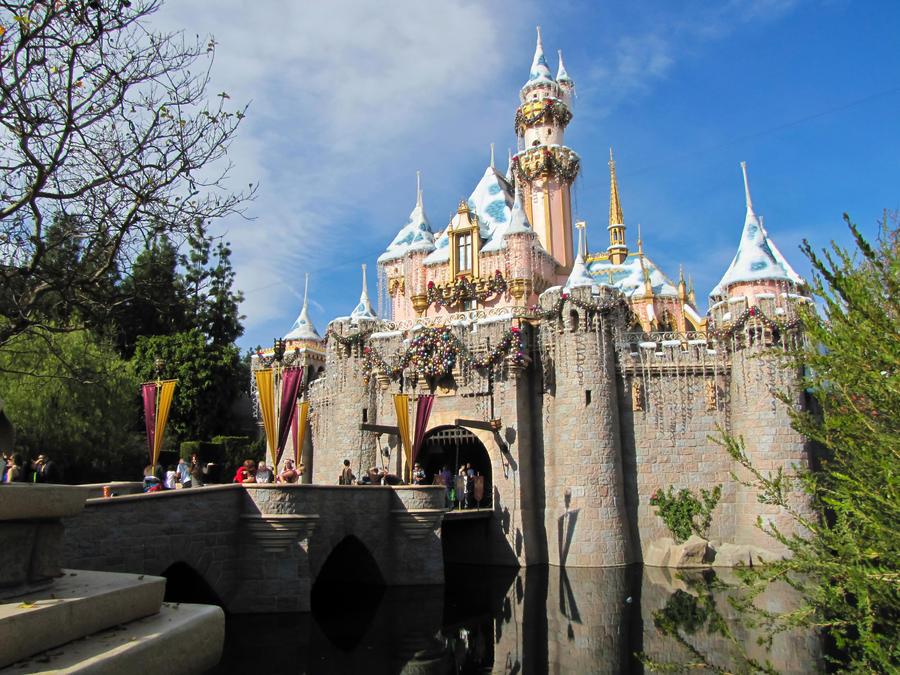 Disney Holiday Castle by LVI56