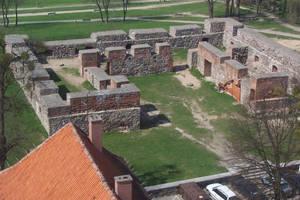 Ruins in Szczytno by ElNapoleoni