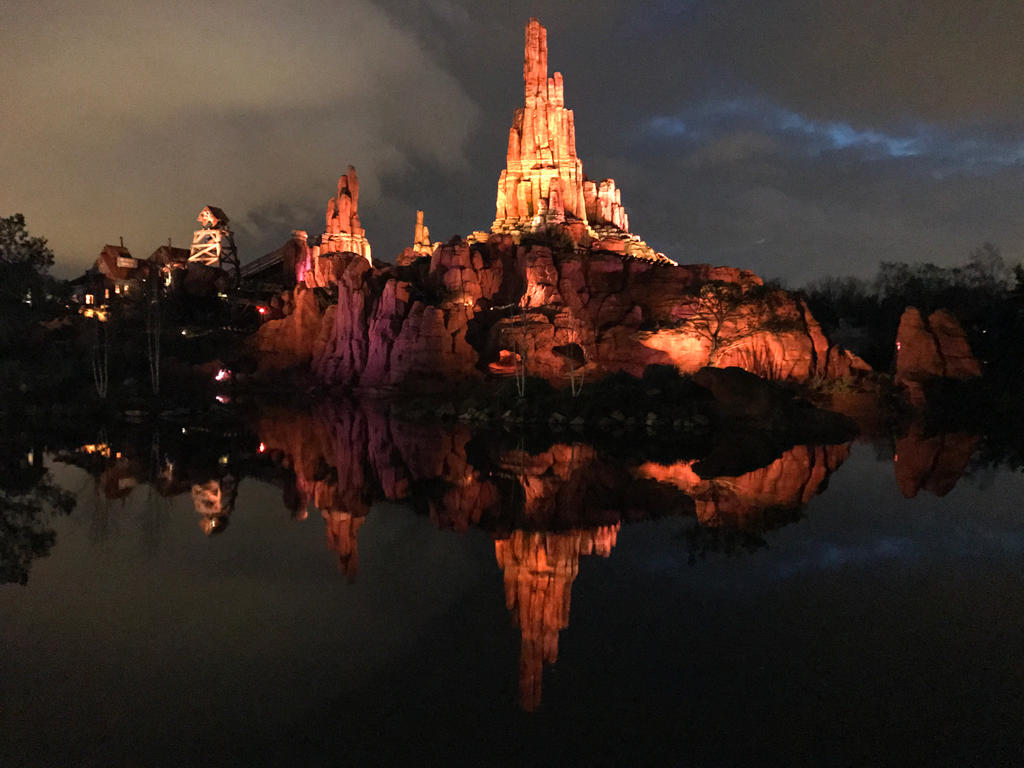 Big Thunder Mountain reflection by ZeFrenchM