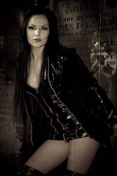 Mistress Bizzarre by LuntPhotography