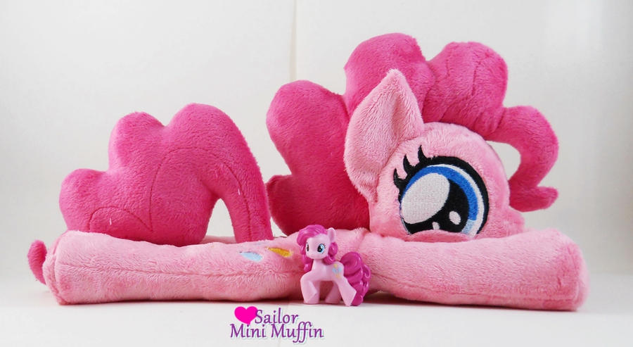 Big Pinkie and Little Pinkie by SailorMiniMuffin