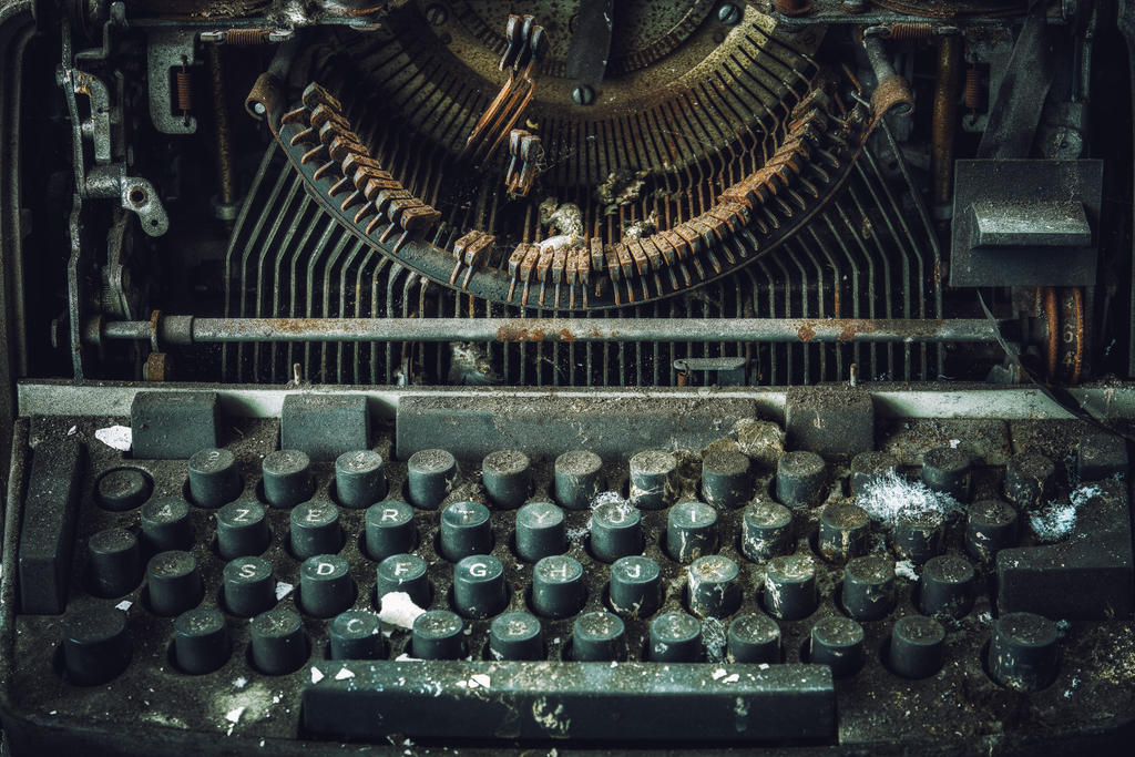 University L - Typewriter by Bestarns