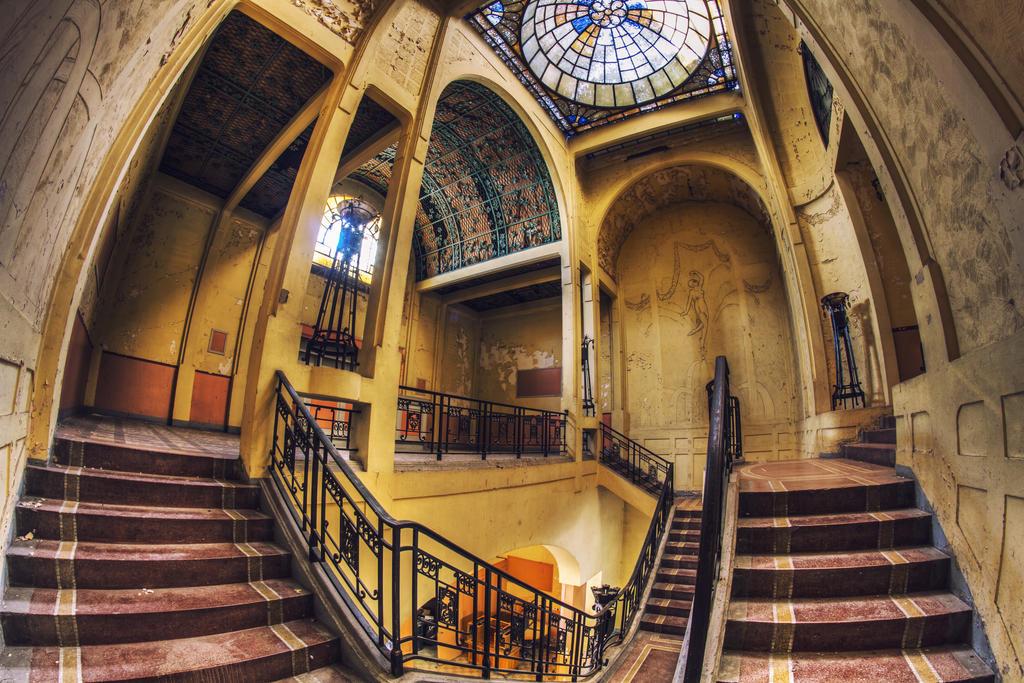 Theatre des Reines - The Hall by Bestarns