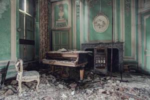 Chateau R : Lost piano II by Bestarns