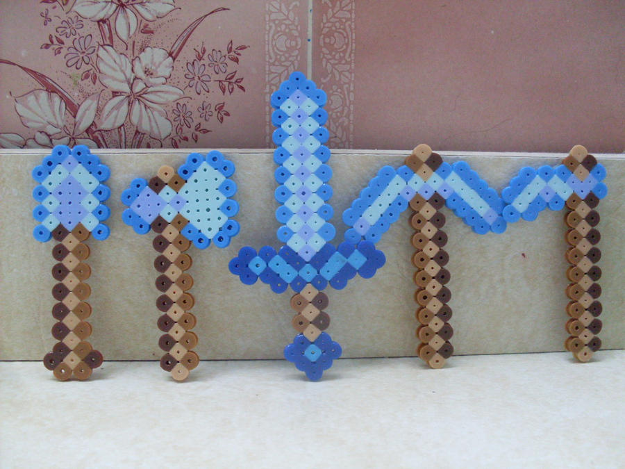 Links To More Than 10 000 Crochet Patterns And Pieces: Minecraft: Perler Bead 5 Piece Diamond Weapon Set By