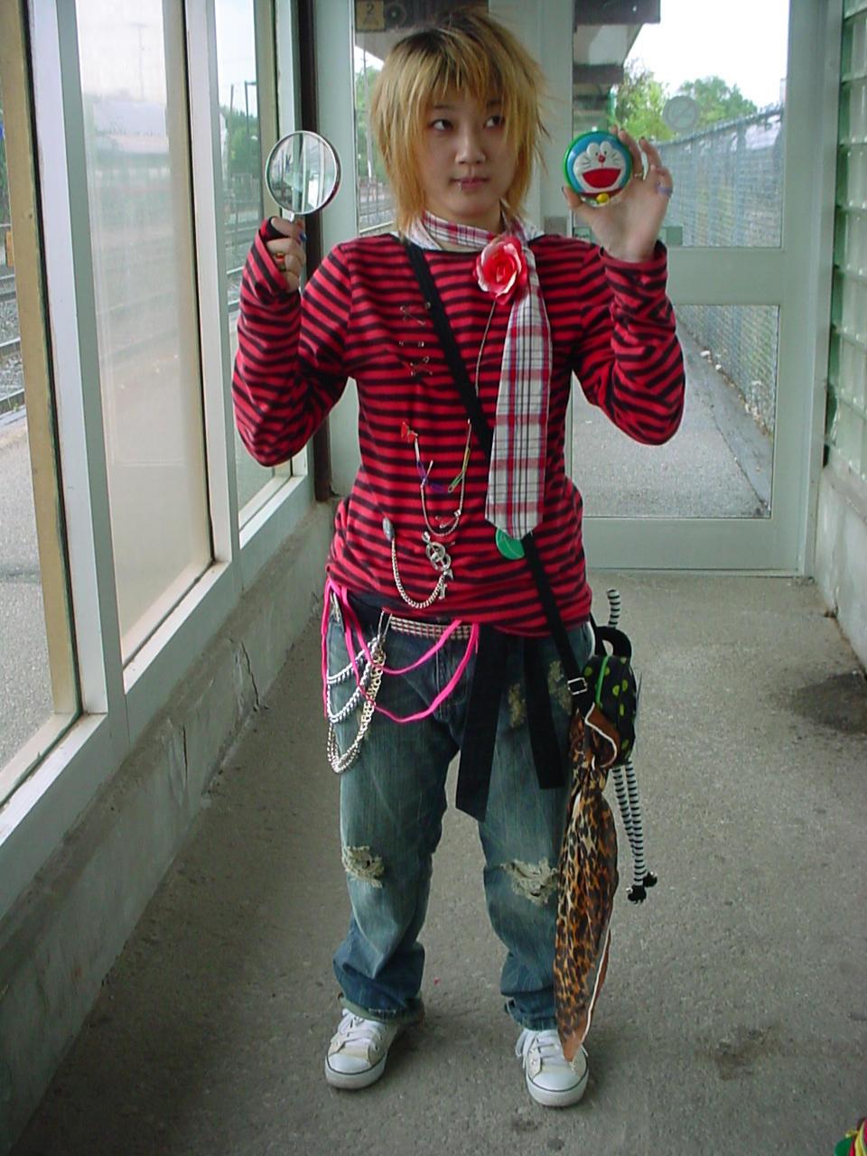 http://fc00.deviantart.com/fs12/i/2006/269/7/6/Street_Fashion_Whoot_by_shycosplay.jpg