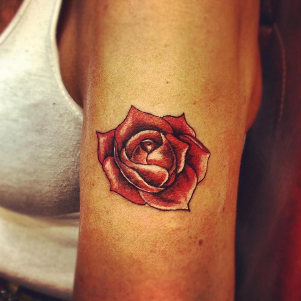 Женское тату роза фото
