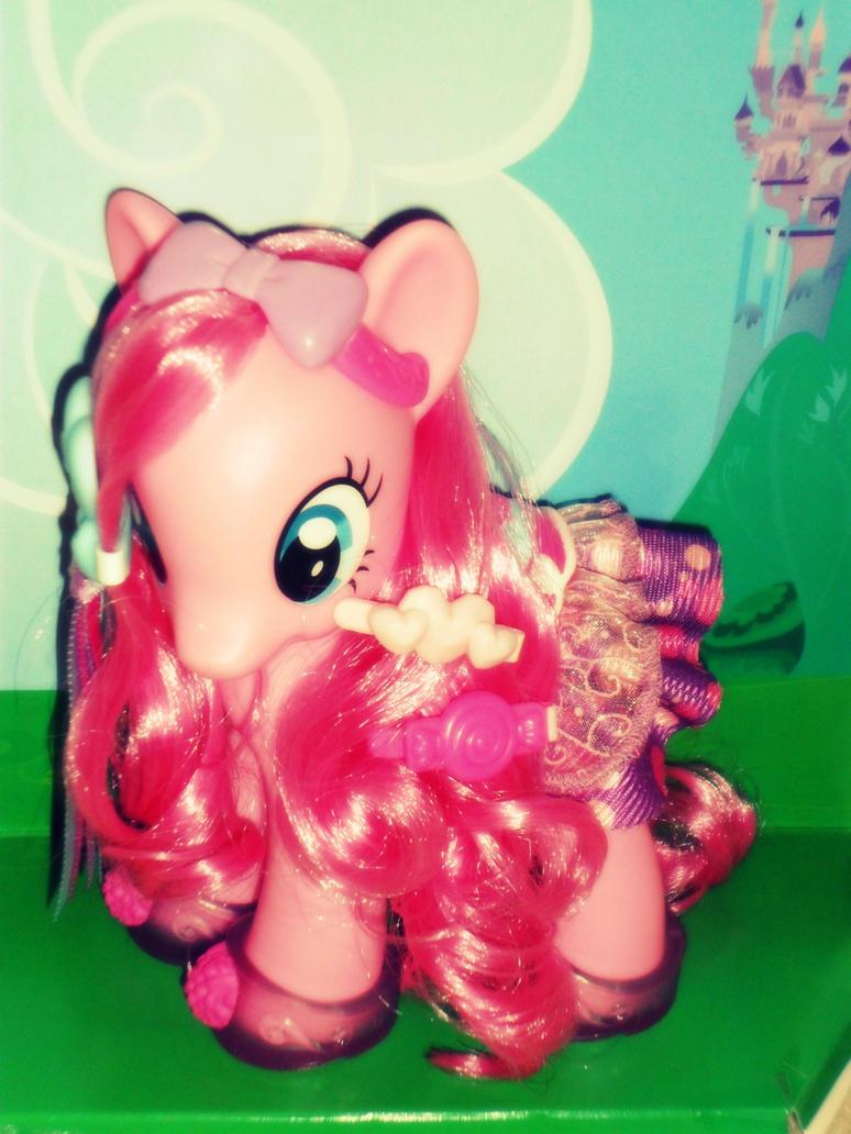 Pinkie Pie Fashion by Kadajkitten