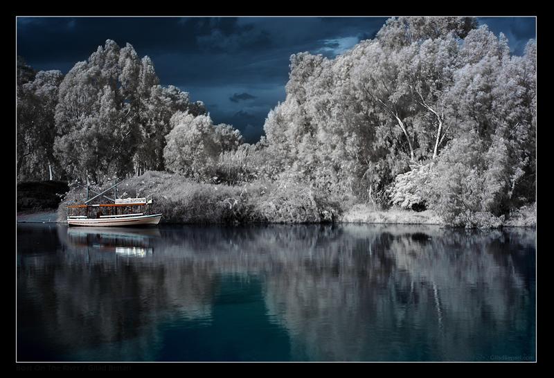 """Obrázek """"http://ic3.deviantart.com/fs14/f/2007/016/3/4/Boat_On_The_River_by_gilad.jpg"""" nelze zobrazit, protože obsahuje chyby."""