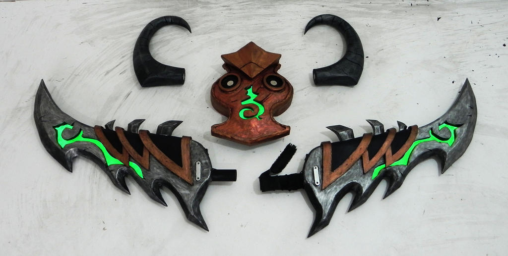 Demon hunter warglaive by TheGoblinFactory
