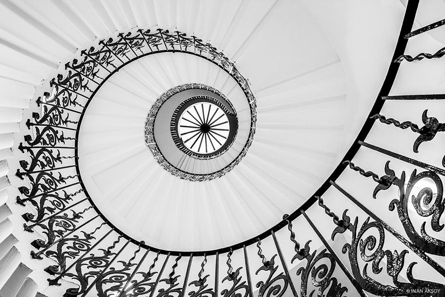 Spiral Stairs by dynamick
