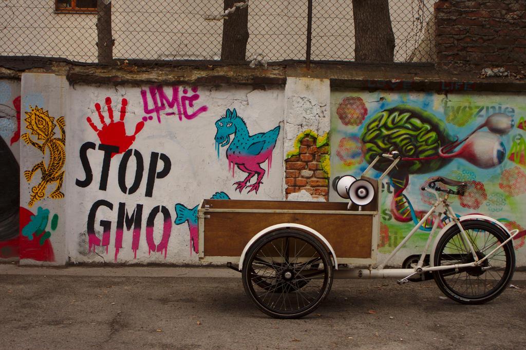 Stop GMO. Start bakfietsen. by ElegantAndrogyne