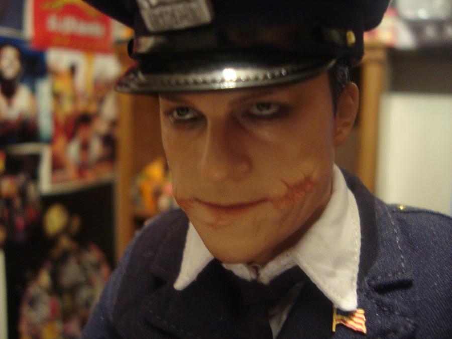 Hot Toys Joker Cop 38