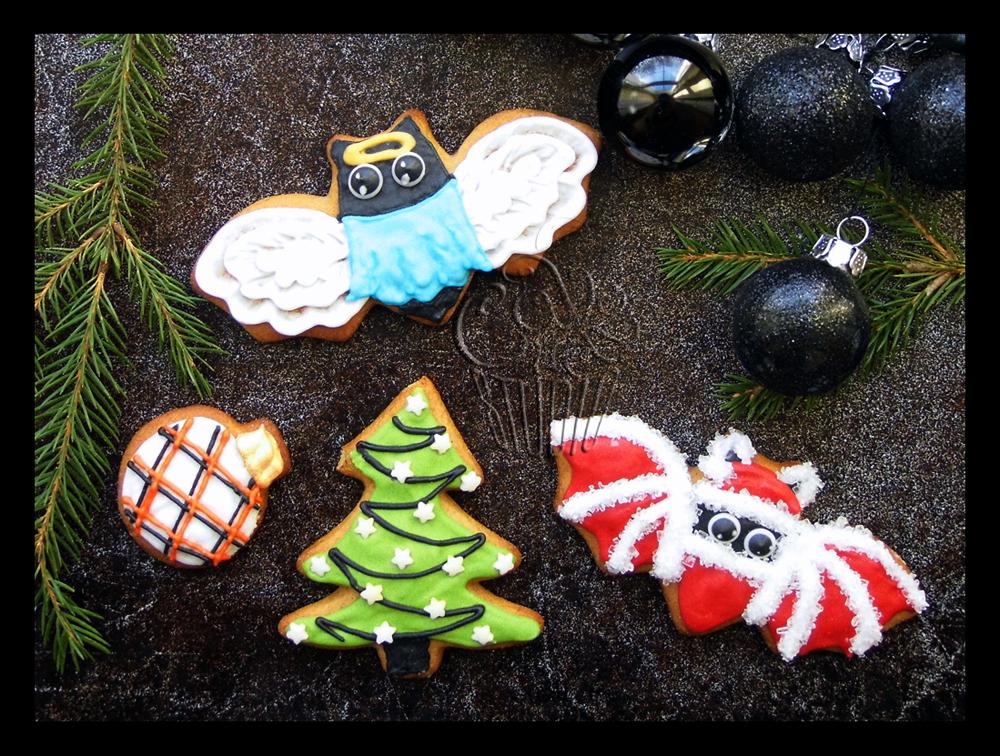 Christmas Bat Cookies by CakeUpStudio
