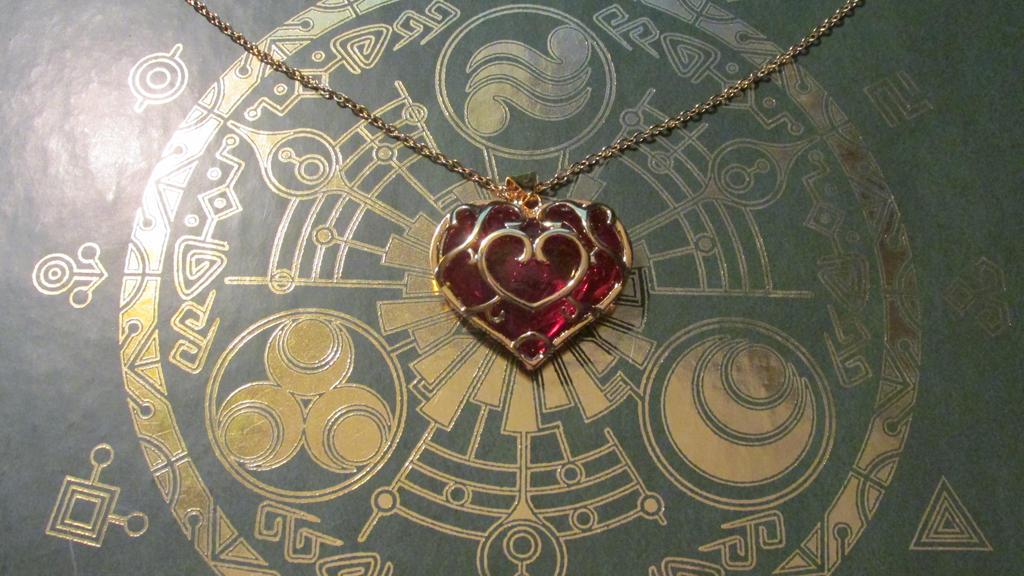 Heart Container by moe-kawaii-sunshine