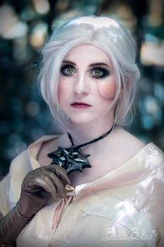 Ciri - The Witcher - The medallion
