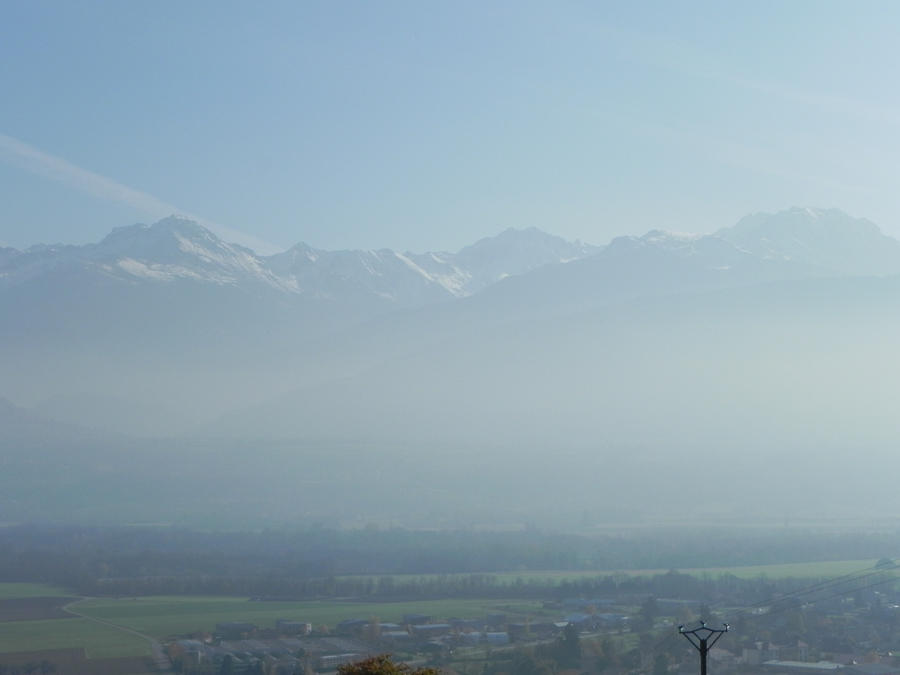 brume matinale sur le massif de belledone by angeloup