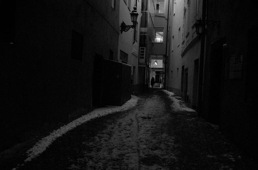 Hopeless [Vaurien] Dark_alley_by_michaeljtr