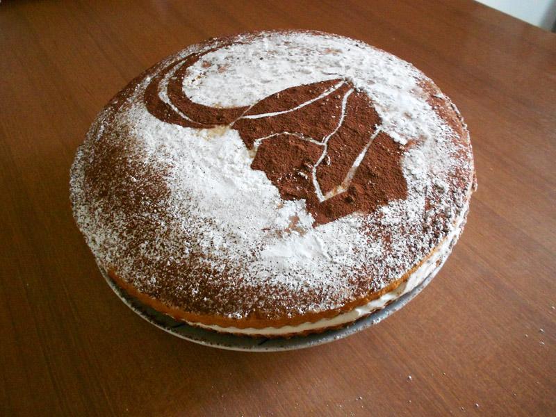 http://fc02.deviantart.net/fs71/f/2012/263/d/3/loki__s_cake_by_riunien-d5fckbs.jpg