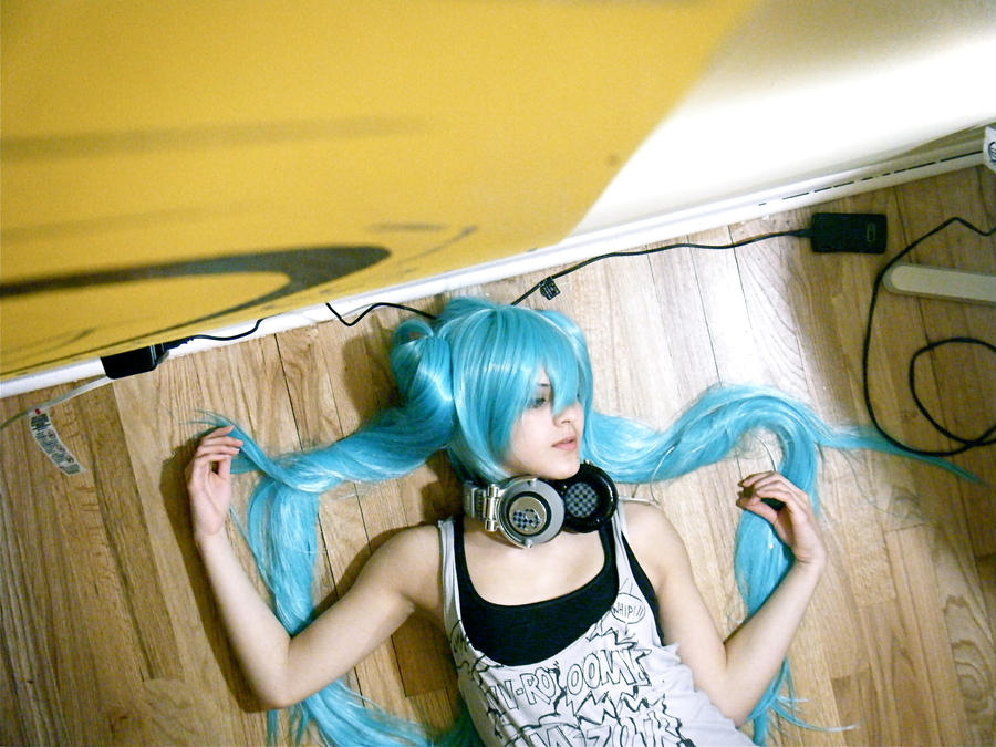 Miku - Wires by twistedup
