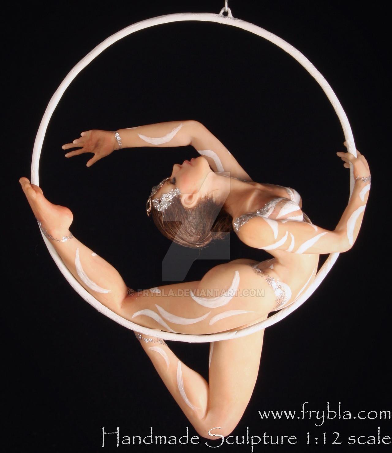 aerial hoop contortionist (miniaturesculputreOOAK) by frybla