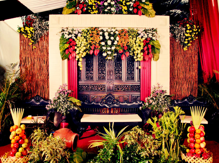 Javanese traditional wedding decoration by nenezhara666 on deviantart javanese traditional wedding decoration by nenezhara666 junglespirit Image collections