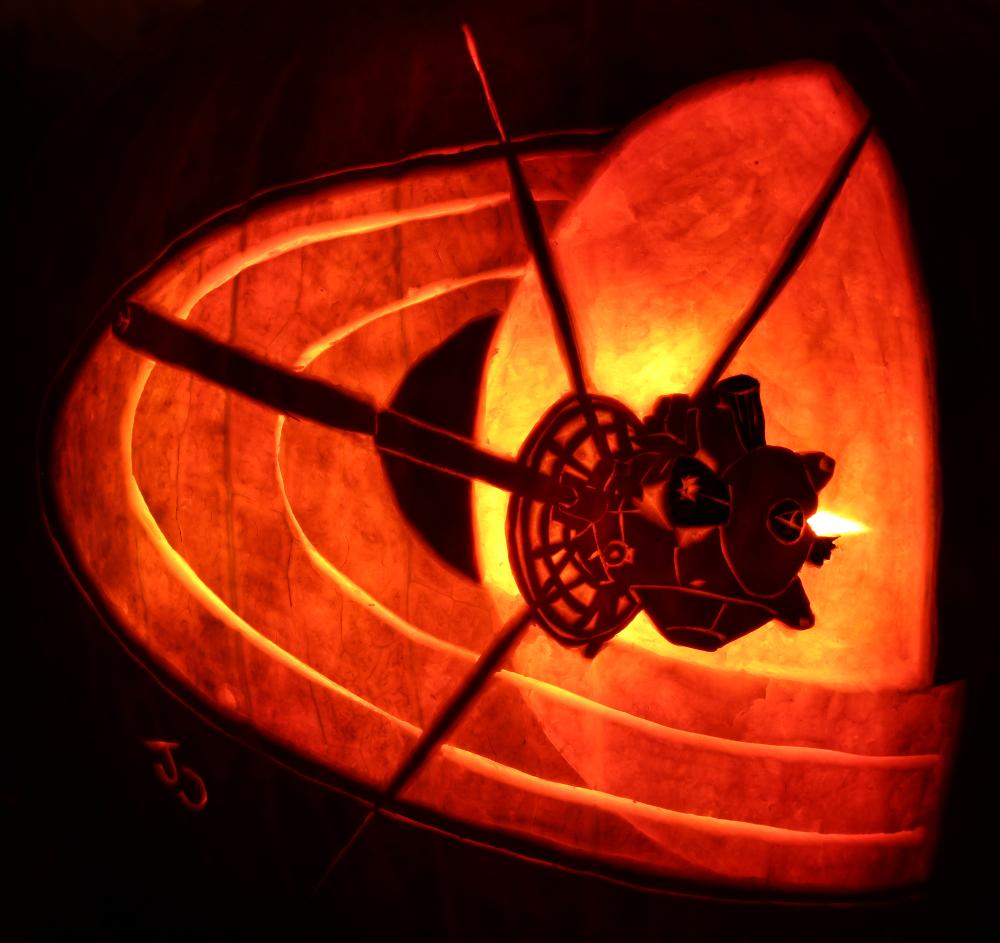 Saturns Shooting Star - Cassini Pumpkin by johwee on DeviantArt
