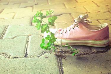 Barefoot by ElyneNoir