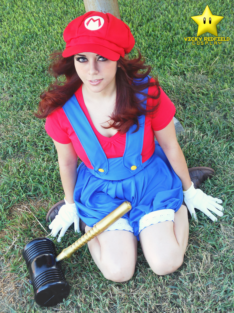 fem Mario Bros by VickyxRedfield