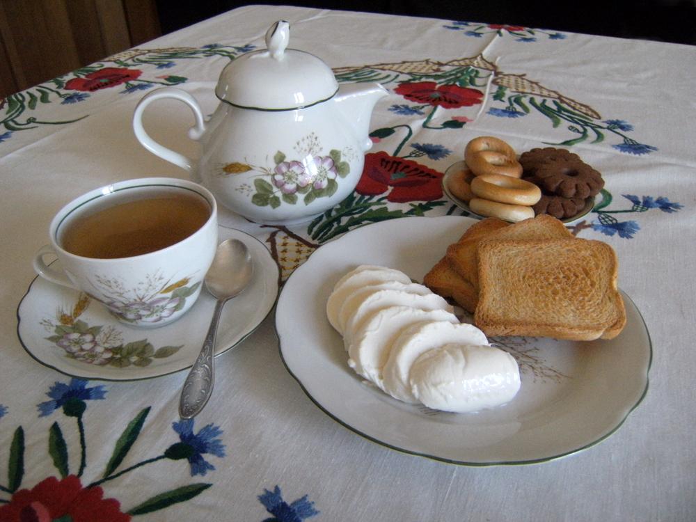 Breakfast At Lara's I by DamaInNero
