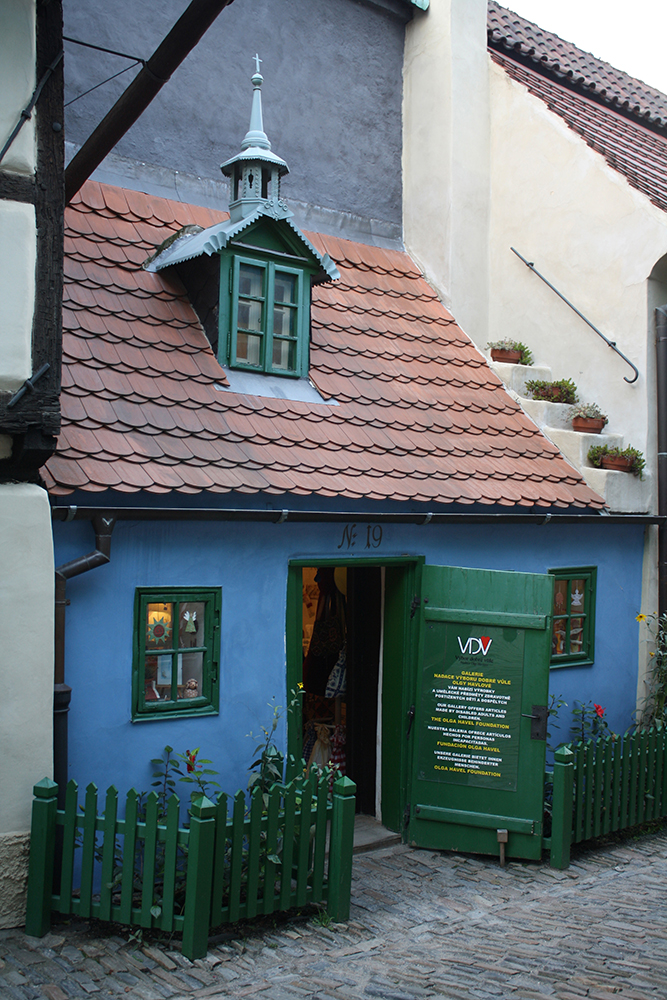 Little Blue House by DamaInNero