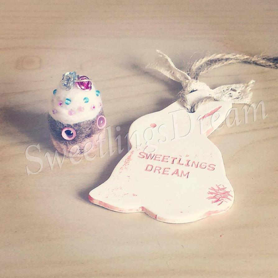 Odd Cupcake by SweetlingsDream