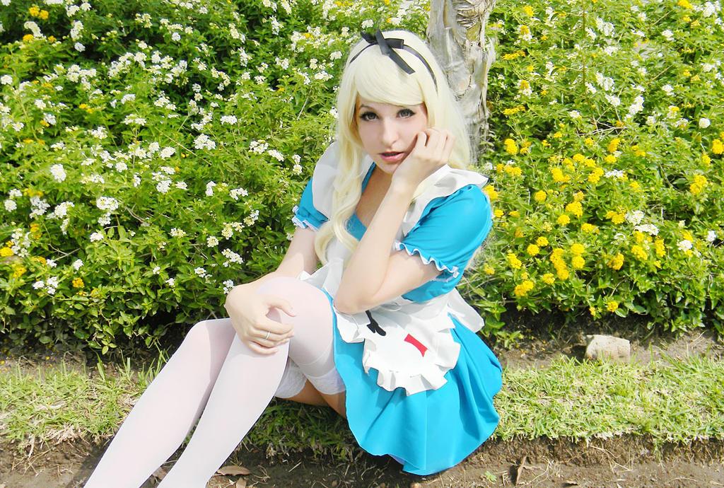 Where should I go? - Alice in Wonderland by usagiyuu