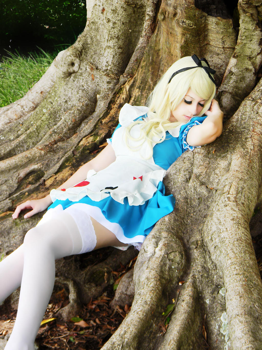 Sleeping - Alice in Wonderland by usagiyuu