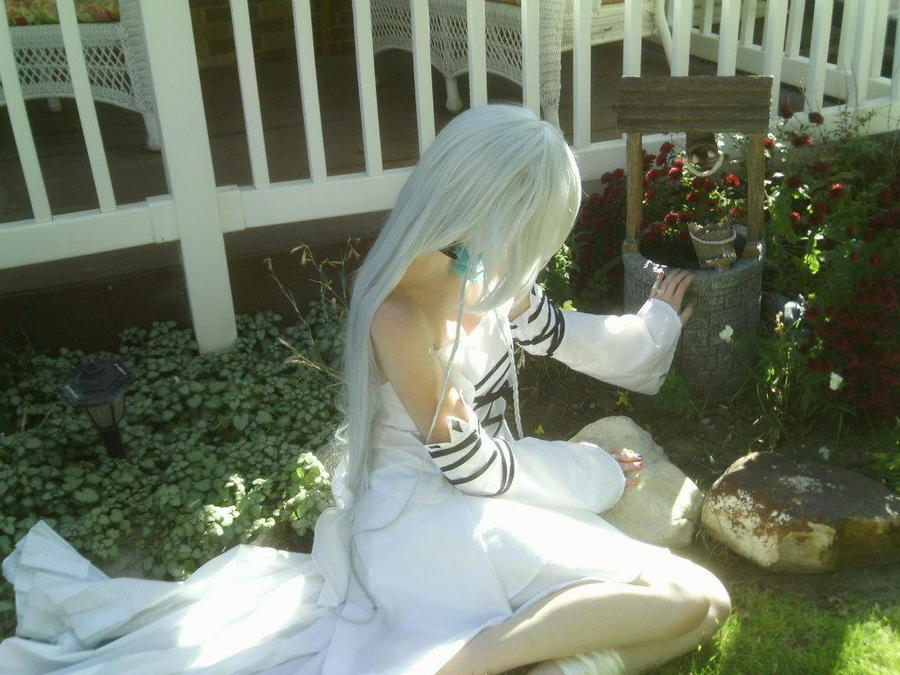 Alyss in the Garden by spookybaby101