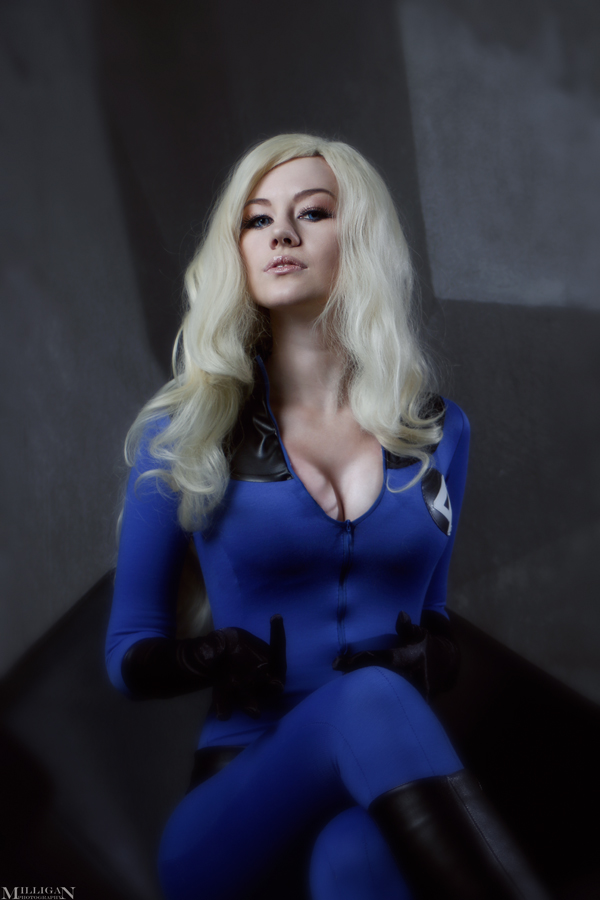 Invisible Woman Cosplay Invisible Girl - Behol...