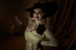 ResidentEvil8 - Lady Dumitrescu