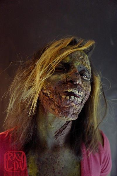 Zombie Girl by artanis-one