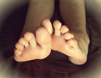 Long beautiful toes by PhotoAdicct